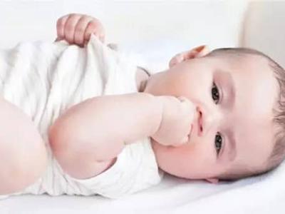 这些方法可以防止宝宝吃小手