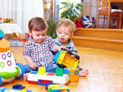 给宝宝买什么样的玩具好